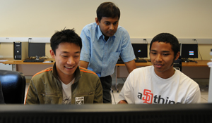 Nandan Das (center), a Calit2-affiliated researcher, works with students in ECE 191.