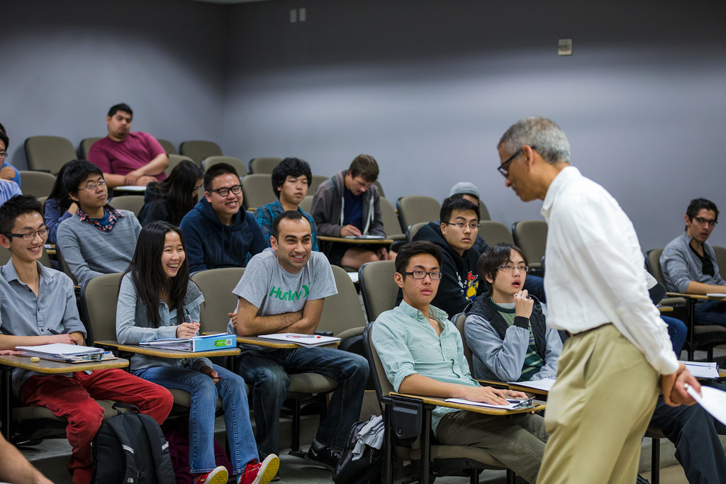 Rao with students in ECE 109